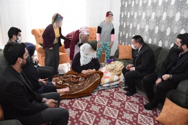Babaları tarafından terk edilen aileye destek Başkan Beyoğlu'ndan geldi