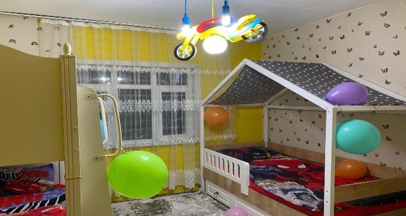 Babaları tarafından terk edilen çocukların evinde sürpriz