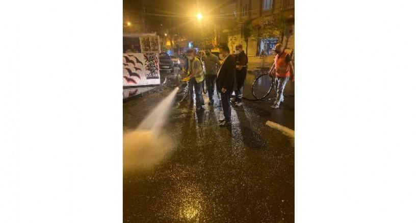 Başkan Beyoğlu tam kapanma sürecinde temizlik çalışmalarına katıldı
