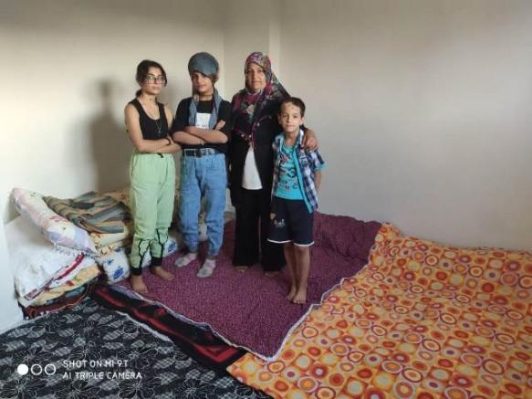 """Bir annenin feryadı: """"Pişirecek yemeğim olmadığı için çocuklarım yatağa aç giriyor"""""""