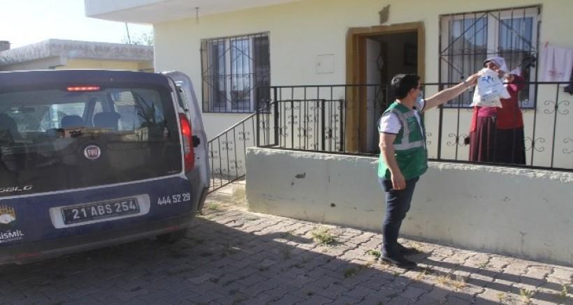 Bismil Belediyesinin tatlı ikramı kırsal mahallelere kadar ulaşıyor