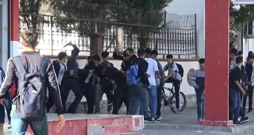 Burası Teksas değil, Diyarbakır'da bir okulun önü
