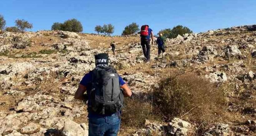 Dağlık alanda iki gündür kayalıklarda sıkışıp, yorgun düşen koyunu AFAD ekipleri kurtardı