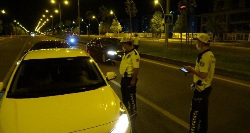 Diyarbakır'da alkollü ve ehliyetsiz sürücüler bir saate 16 bin 148 TL ceza yedi