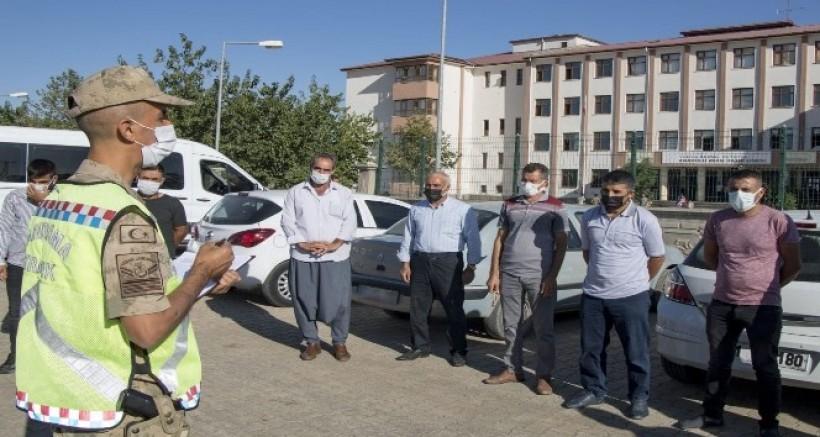 Diyarbakır'da jandarma ekipleri tarafından okul çevresi denetlendi