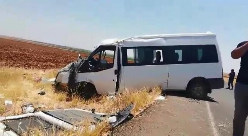 Diyarbakır'da minibüs ile cip çarpıştı: 5 yaralı