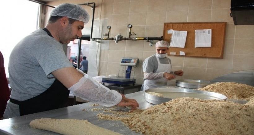 Diyarbakır'da tatlıcıların bayram mesaisi başladı