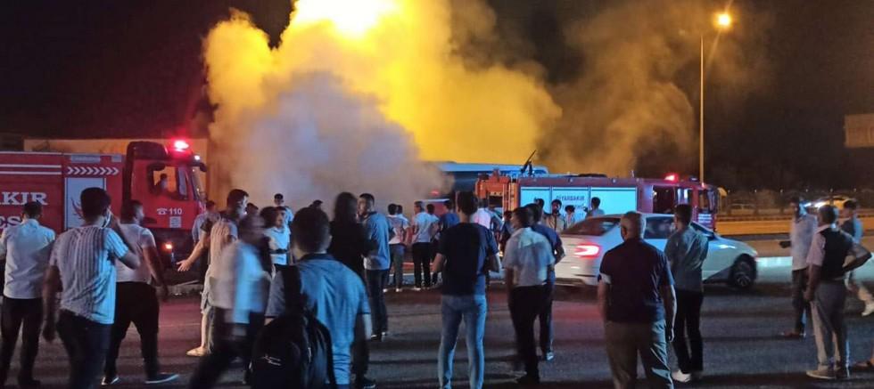 Diyarbakır'da yolcu otobüsü yandı