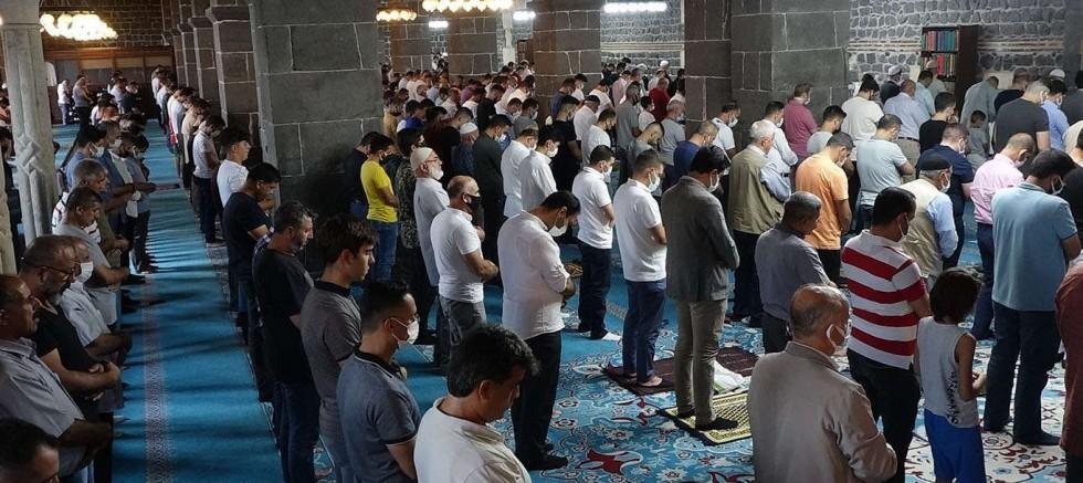 Diyarbakırlılar bayram namazını 5'inci Harem-i Şerif'te eda etti
