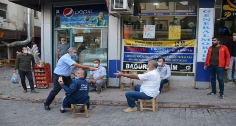 Ergani Belediyesi vatandaşlara kandil simidi dağıttı