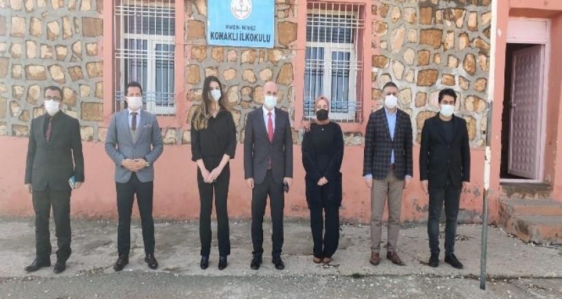 Fedakâr sağlık çalışanları köy okullarını unutmadı