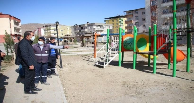 Hani Belediyesi, baharın gelişiyle park, bahçe düzenlemesi yaptı