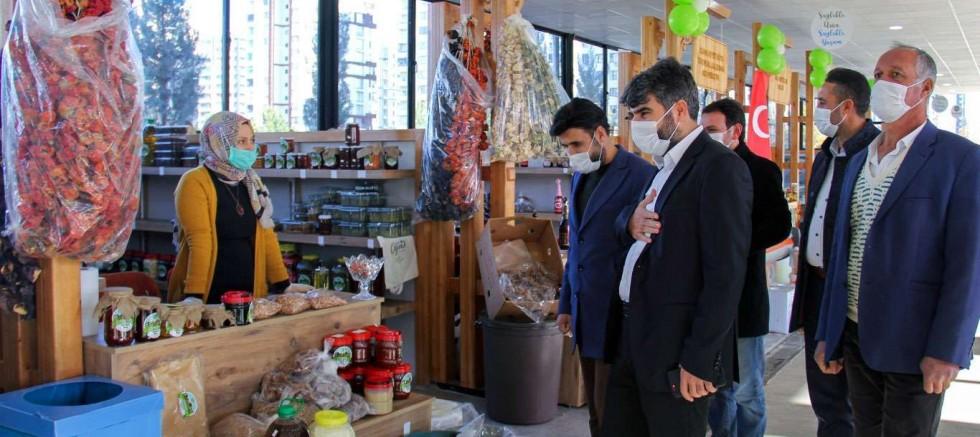 HÜDA PAR Başkanı Dinç'ten 'Doğal ve Organik Ürünler Pazarı'na ziyaret