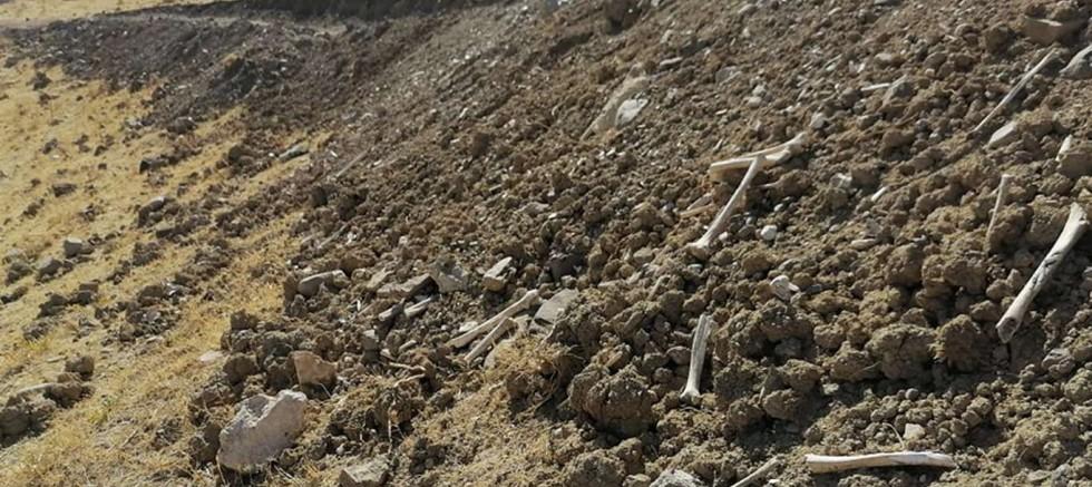 İçme suyu yolu için 400 yıllık tarihi mezarlık tahrip edildi