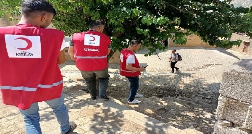 Kızılay Derneği Hazro'da yoksul ailelere gıda kolisi dağıttı
