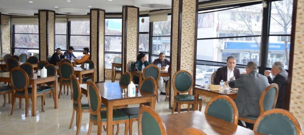 Restoran, kafe ve pastaneler aylar sonra müşteri kabul etmeye başladı