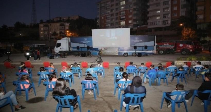 Şırnak Belediyesi, çocukları sinema ile buluşturdu