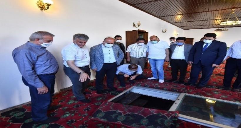 Vali Karaloğlu, Sultan Sasa'nın sembolik türbesini ziyaret etti