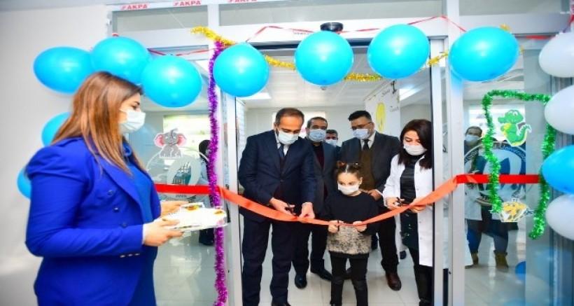 Van YYÜ'de Çocuk Diş Hekimliği kliniği açıldı
